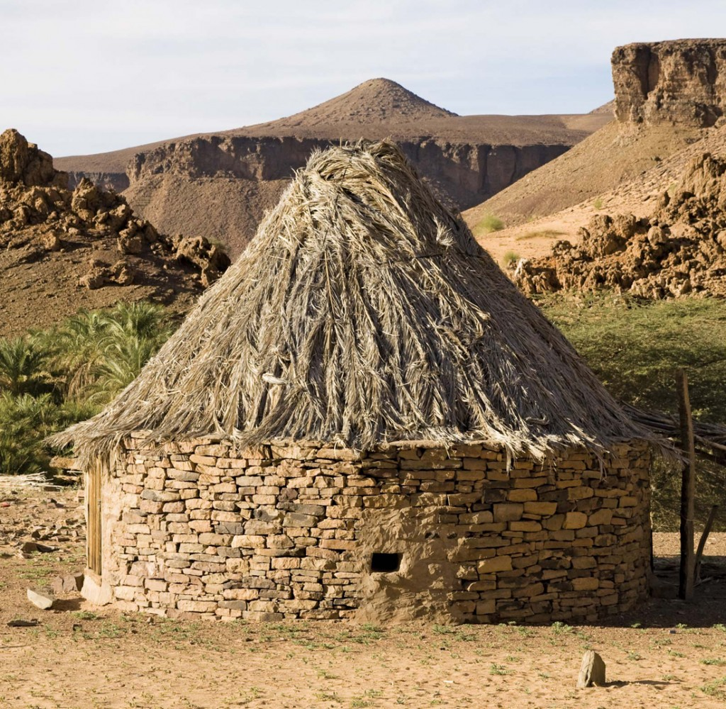 Mauritania africa vernacular architecture for Making hut with waste material
